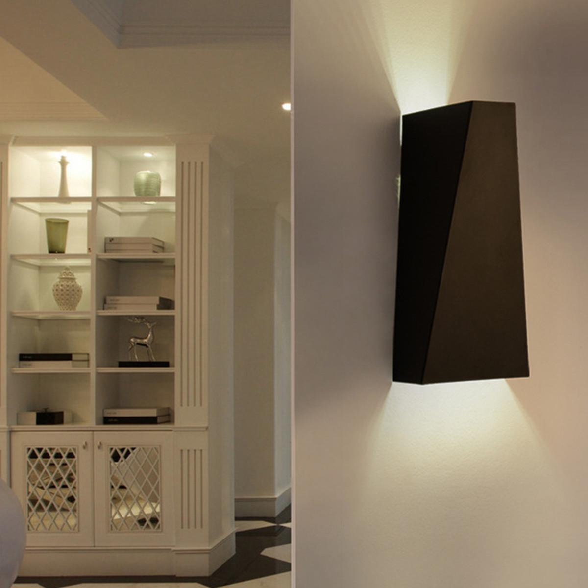 Produit un effet de lumière haut bas sur les murs extérieurs un costume pour la maison un bar un porche un café et tout autre éclairage intérieur et